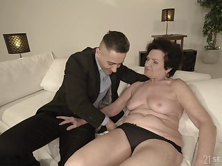 Short haired mature granny Lisbeth doggy style pounded hardcore