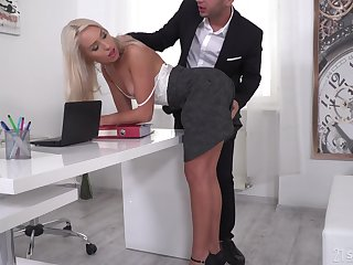 Angelika Grays gets double penetrated and takes two cum shots