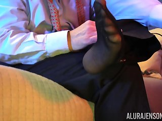 Bombshell mature blonde Alura Jenson pounded by a guy in pantyhose