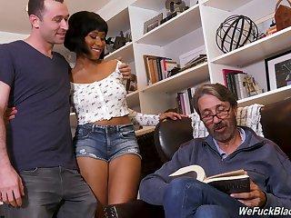 Slutty black hottie from Canada Jenna Foxx loves taking double penetration