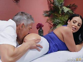 MILF goes full erotic with the masseur's generous penis