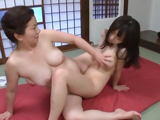 [JUC-700] MOTHER/ DAUGHTER-IN-LAW LESBIAN TRAINING: PEA