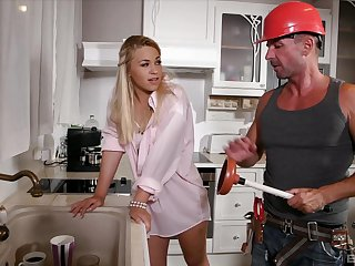Provocative blondie Selvaggia moans while riding a handyman