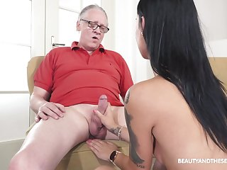 Teenager feels dizzy and ready to fuck with the old man